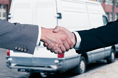 Handschlag zwischen zwei Geschäftsmänner